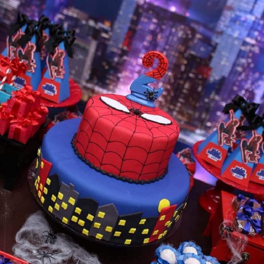 bolo decorado com pasta americana para festa do homem aranha Foto Marcella Deyse