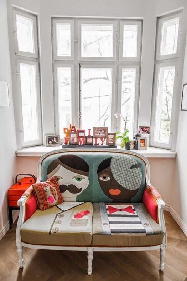 cadeira namoradeira com almofadas divertidas Foto HF Urbanismo