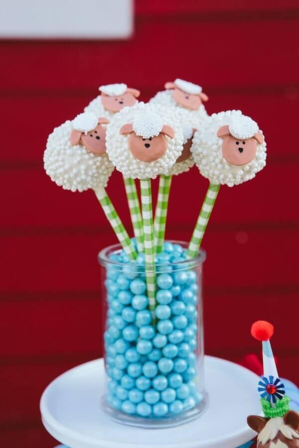 cake pop em formato de ovelha para festa da fazendinha Foto Jen T. by Design