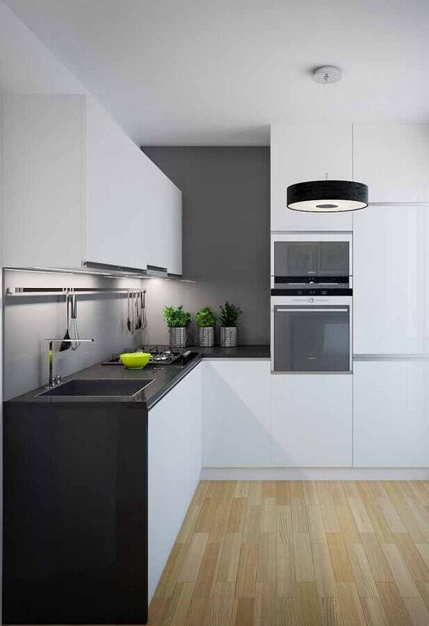 cozinha branca e preta decorada com piso de madeira Foto Pinterest