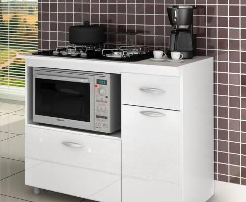 Cozinha com fogão 4 bocas com forno no armário