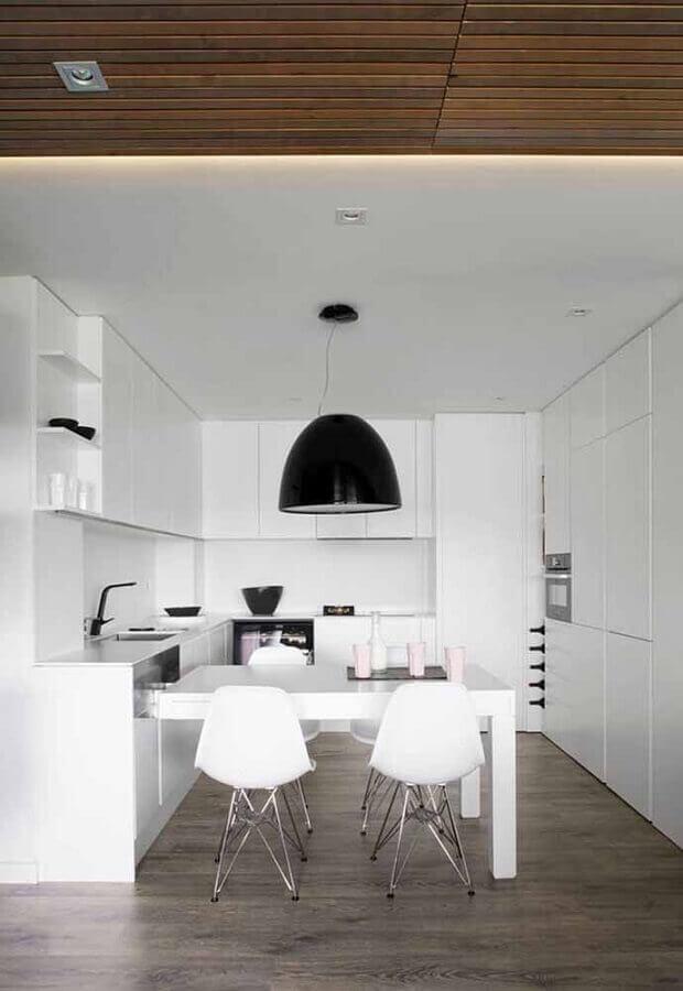cozinha planejada branca decorada com pendente preto Foto Ideias Decor