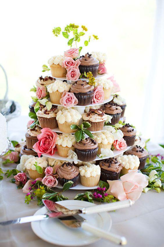 Bolo de 15 anos com cupcakes