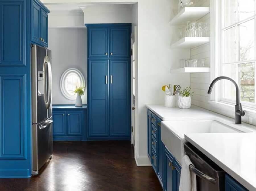 decoração azul petróleo e branco para cozinha Foto Decorpad
