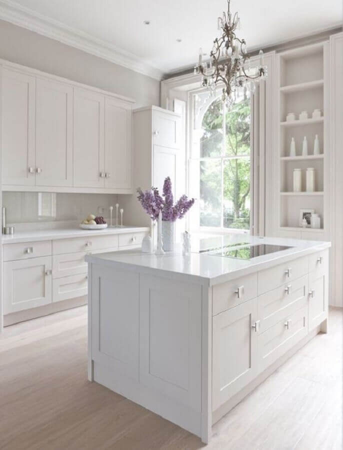 decoração clássica para cozinha branca com ilha Foto Casa e Festa