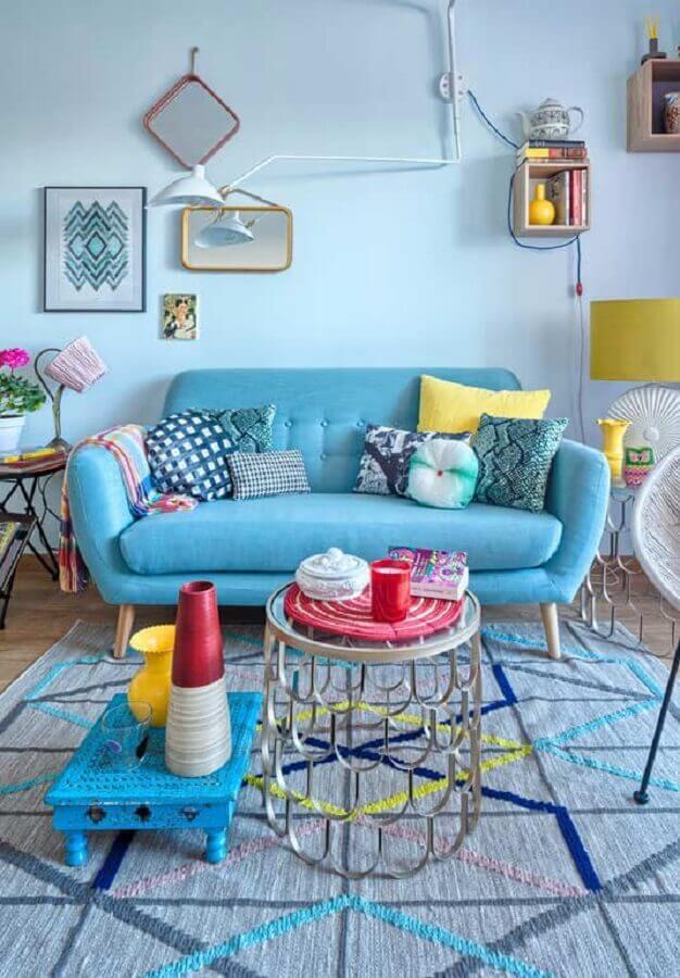 decoração colorida para sala com sofá azul claro Foto Pinterest