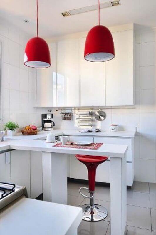 decoração com detalhes em vermelho para cozinha branca Foto Conexão Decor