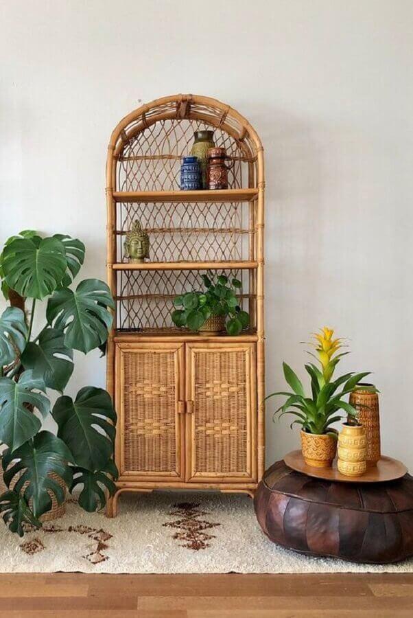 decoração com vasos de plantas e armário rattan Foto Pinterest