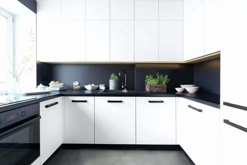 decoração cozinha branca e preta com armários planejados Foto Idea Brasil
