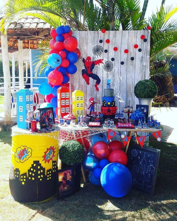 decoração de festa do homem aranha ao ar livre Foto Aline La Rosa