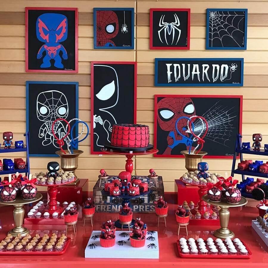 decoração de festa do homem aranha com quadrinhos personalizados Foto Treco Leco