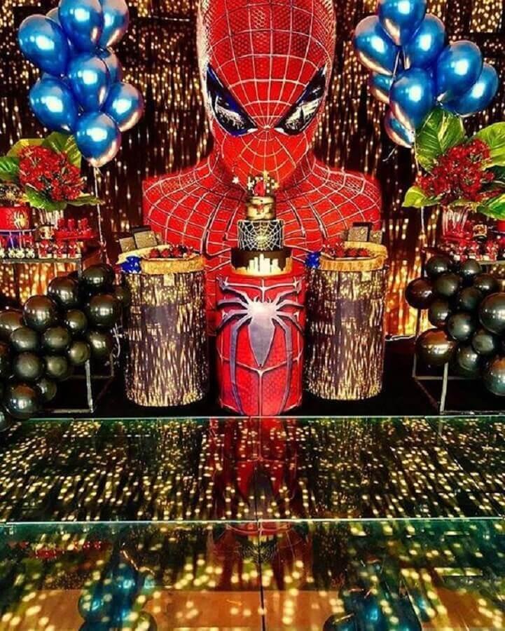 decoração de festa do homem aranha sofisticada com balões metalizados e luzinhas pisca pisca Foto Juliet Elizabeth