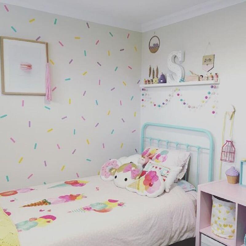 decoração de quarto infantil com cabeceira verde água de ferro  Foto Pinterest
