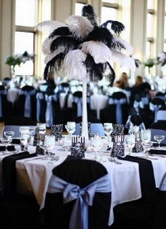 decoração em preto e branco com enfeite de mesa para casamento Foto Pinterest
