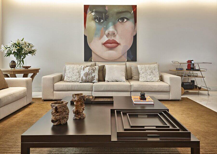 decoração em tons neutros para sala de estar ampla com quadro tumblr Foto David Guerra - Arquitetura e Interiores