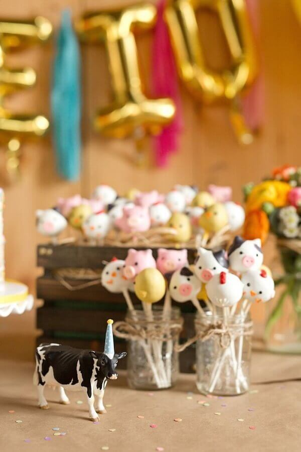 Farm animals shaped cake pops for kids party decoration on Pinterest