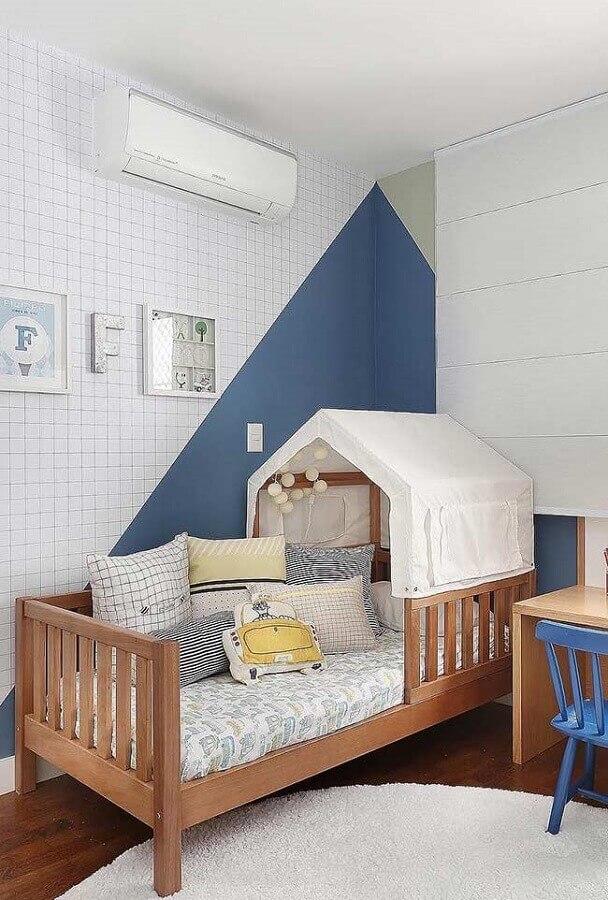 decoração lúdica para quarto infantil com tinta de parede azul petróleo Foto Pinosy