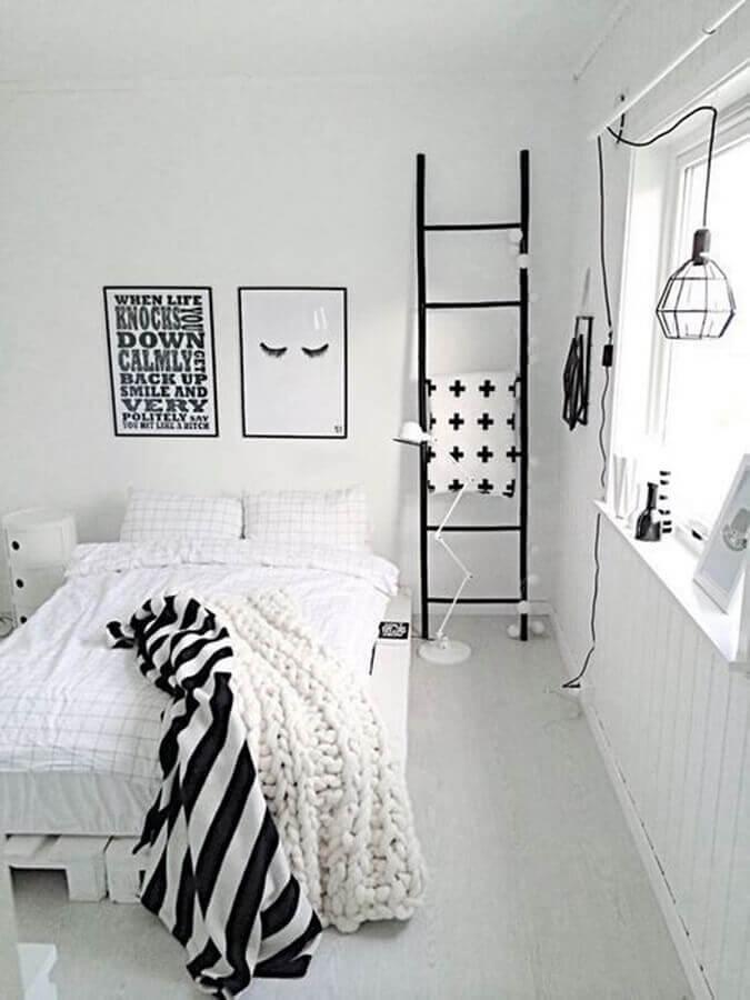 decoração minimalista para quarto todo branco com quadros tumblr Foto We Heart It