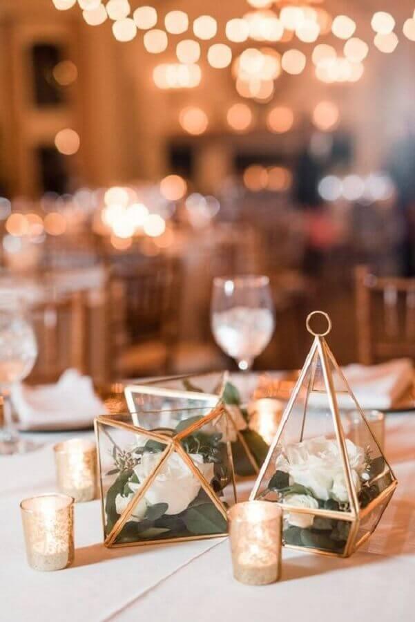 decoração minimalista com enfeites de casamento para mesa de convidados Foto Wedding Fashion