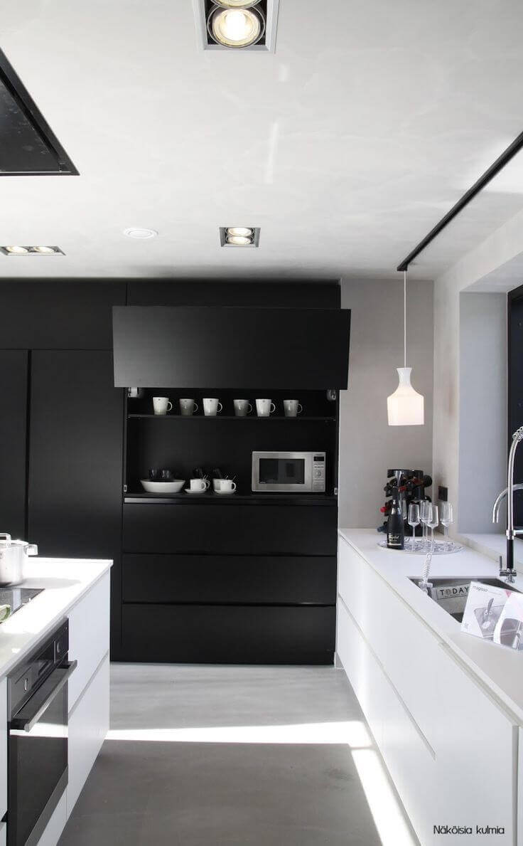 decoração moderna com armário de cozinha preto e branco Foto Decocrush