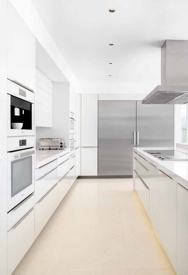 decoração para cozinha branca com detalhes em inox Foto Wood Save
