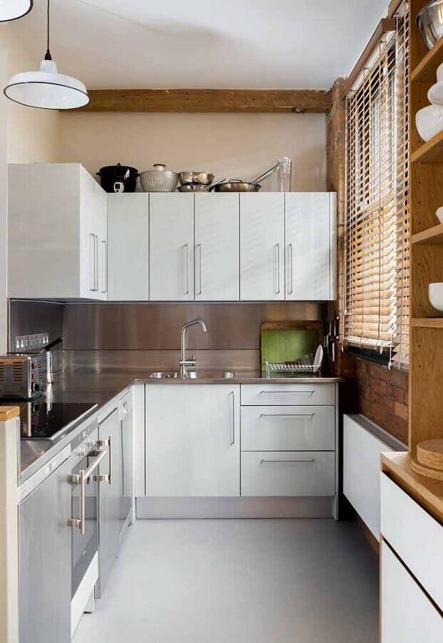 decoração para cozinha compacta branca com bancada de inox Foto Pinterest