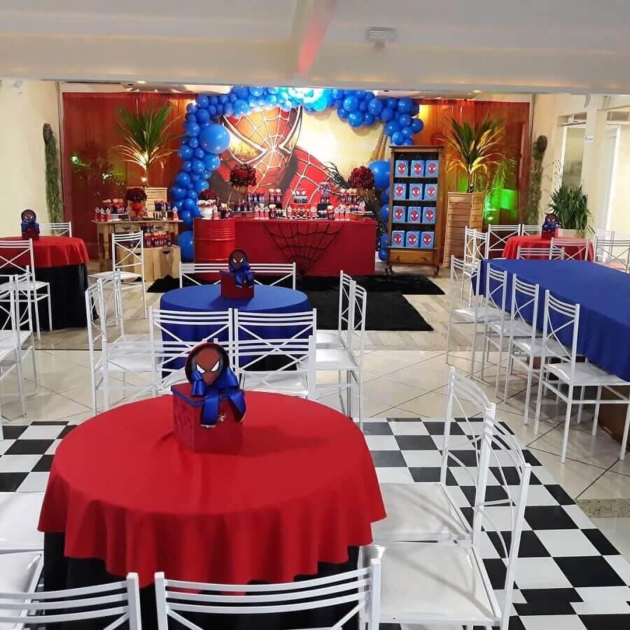 decoração para mesa de convidados em festa do homem aranha Foto Espaço Le Petit Festas