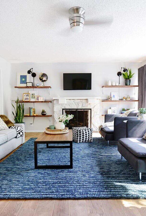 decoração para sala branca com tapete azul petróleo Foto Dreaming Croatia