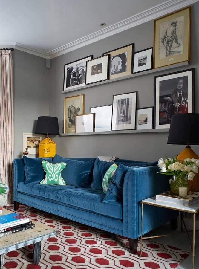 decoração para sala cinza com sofá azul petróleo Foto Bahay OFW