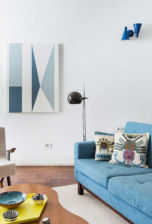 decoração para sala com sofá azul claro e luminária de chão Foto Wood Save