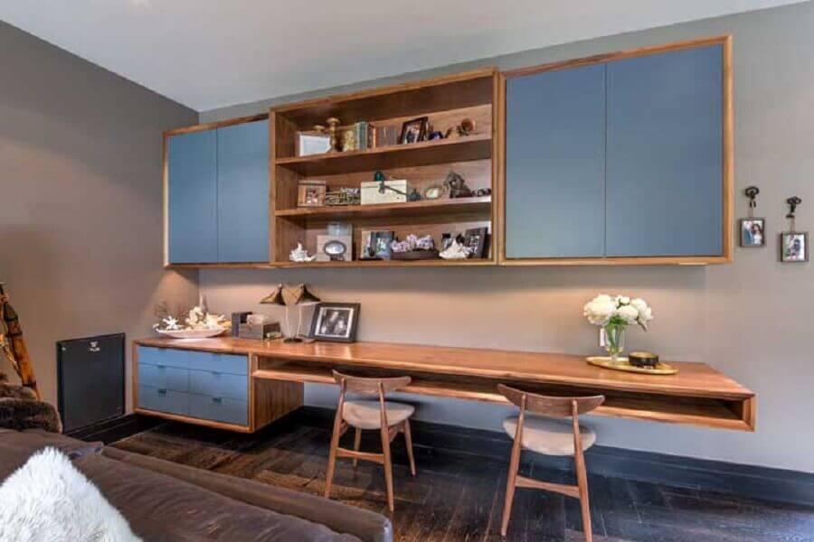 decoração quarto com armário de madeira com detalhes em azul petróleo Foto Decorpad