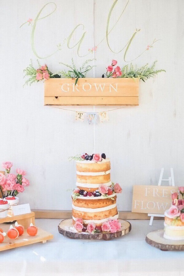 Rustic decoration for farmhouse party with naked cake Photo Pinterest