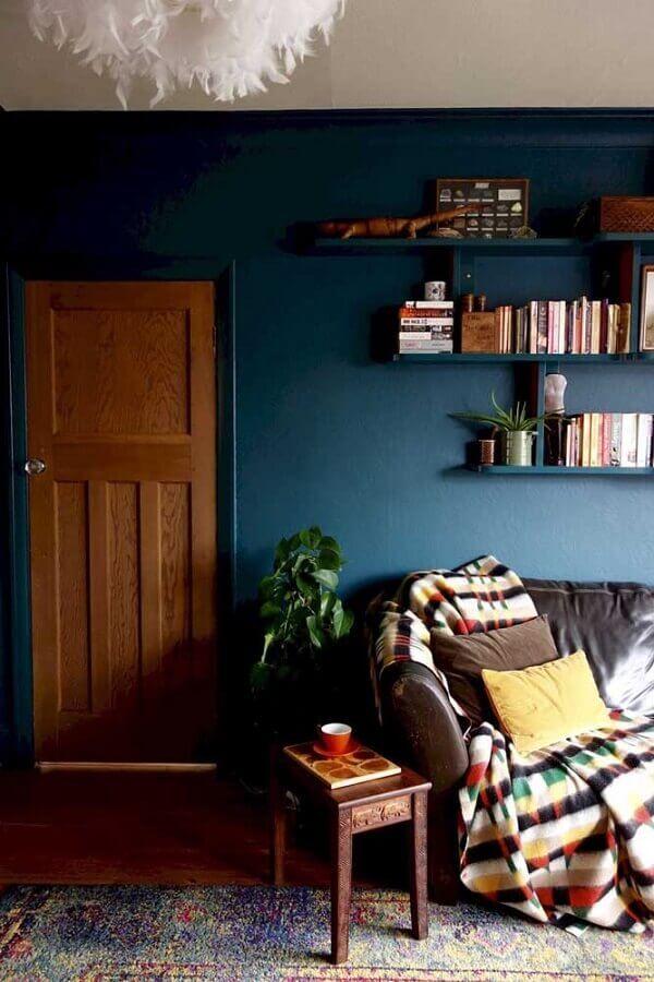 decoração simples para sala com parede azul petróleo Foto Ideias Decor