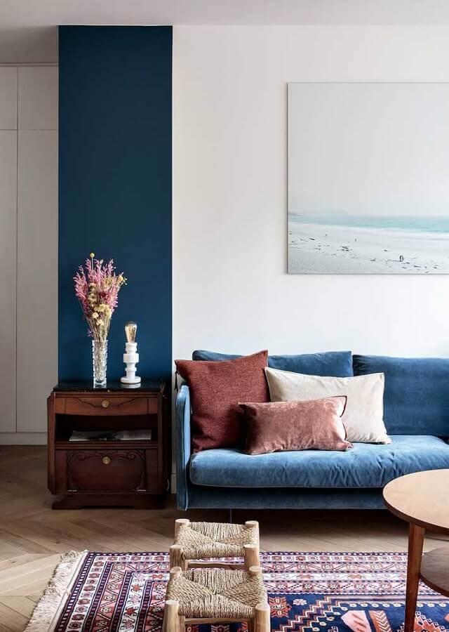 decoração simples para sala com sofá azul Foto Wood Save