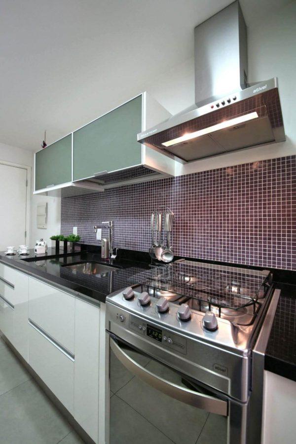 Fogão embutido 4 bocas em inox na cozinha clean