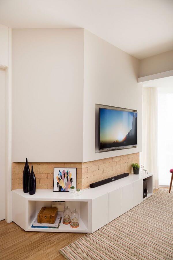 sala de estar com móveis na cor off white