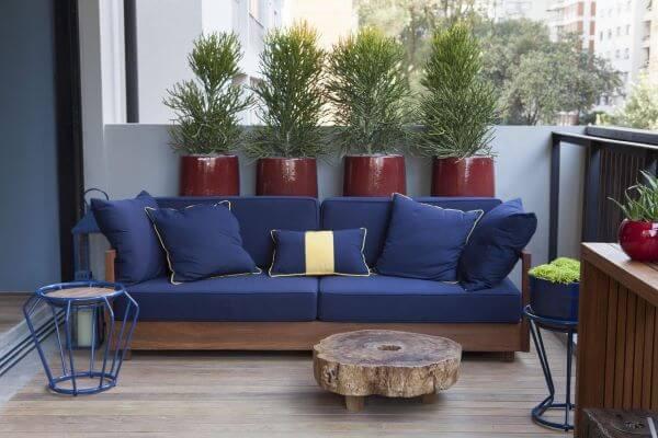 sofá de madeira azul