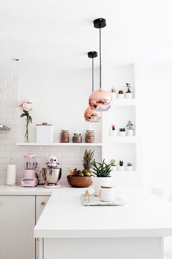 delicada decoração para cozinha branca com luminária rose gold Foto We Heart It