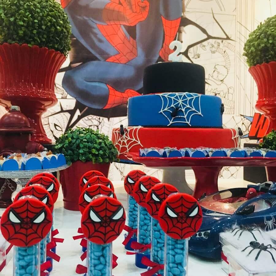 detalhes para decoração de mesa de festa do homem aranha Foto Capibum Buffet