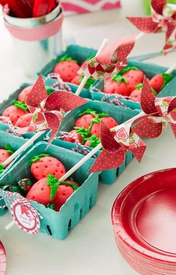 docinhos em formato de morangos para festa da fazendinha Foto Pinterest