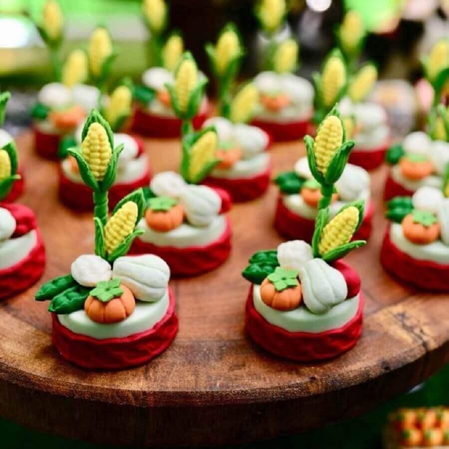 docinhos personalizados com legumes para festa fazendinha Foto Laterlier