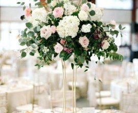enfeite de mesa para casamento com arranjo de flore minimalista  Foto Flower Occasion