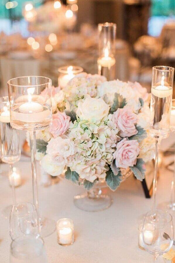 enfeite de mesa para casamento fácil de fazer com rosas e velas Foto Hasshe