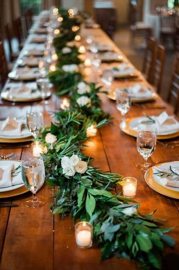 enfeite de mesa para casamento fácil de fazer com velas e folhagens Foto Etsy