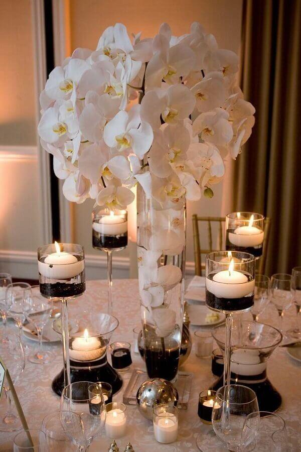 enfeites para mesa de casamento com orquídeas brancas e velas Foto Why Santa Claus