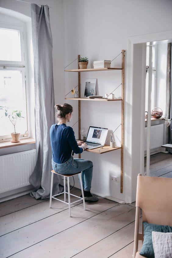 escrivaninha suspensa - escrivaninha com prateleiras suspensas com cabos
