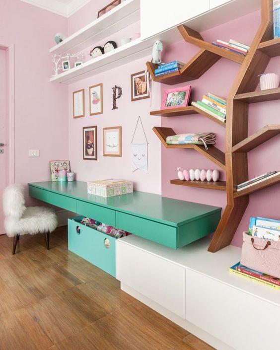 escrivaninha suspensa - escrivaninha suspensa verde em quarto infantil