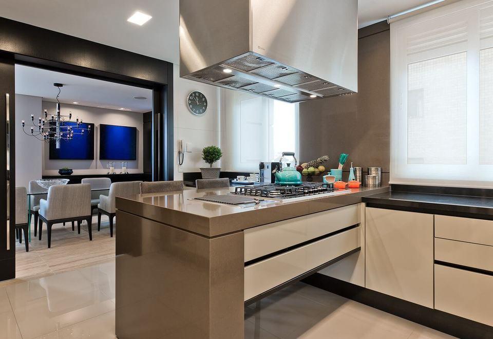 fogão cooktop - cozinha em tons de bege e ilha com cooktop