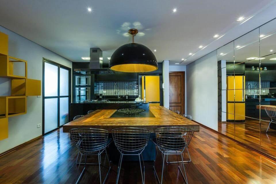 fogão cooktop - ilha com cooktop e mesa em madeira de demolição