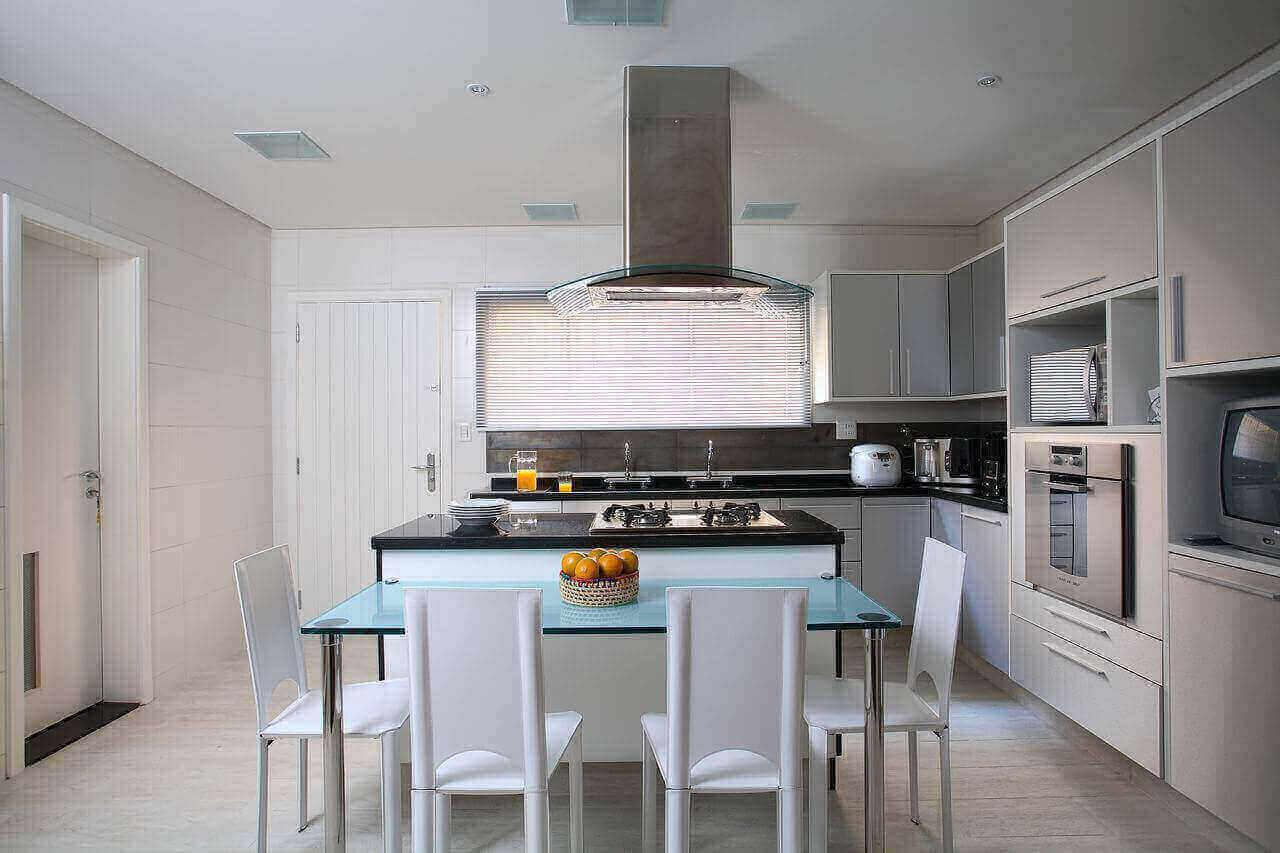 fogão cooktop - mesa verde e cadeiras branca